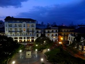 Casco Viejo at night